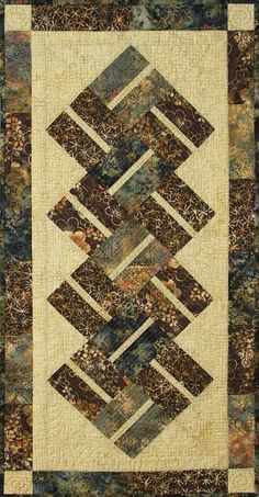 1237 best Quilts: Table Runners/Wall Hangings/etc. Table Runner And Placemats, Table Runner Pattern, Quilted Table Runners, Quilt Placemats, Easy Sewing Projects, Quilting Projects, Quilting Designs, Quilting Ideas, Small Quilts