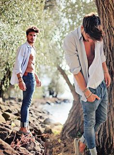 Summer breeze of love. (by Mariano Di Vaio) Mdv Style, Men's Style, Boys Style, Men's Street Style Photography, Inspired By Charm, Italian Models, H&m Jeans, Summer Breeze, Gentleman Style