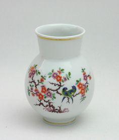 Meissen Vase Indische Blumen- und Vogelmalerei, bunt mit Kupfer, Gold