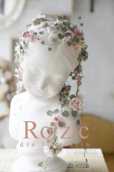 アーティフィシャルフラワーの ガーランドヘッドドレス http://rozicdiary.exblog.jp/25114835/