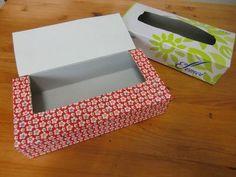 『ティッシュ』の空き箱でスゴ技「リメイク」♪あなどれないそのDIYが生活で大活躍!もう捨てないで!  お裁縫用  出典 http://120.moe-nifty.com こちらは、ロックミシンに大変便利な箱です!それをティッシュの箱でキレイに作りました。 ティッシュボックスの空箱の上を切って、厚紙を足して きれいな包装紙を張った物です。