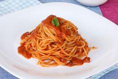 Ricetta spaghetti al pomodoro emulsionato   pasta con crema di pomodoro Spaghetti Al Pomodoro, Vegan Recipes, Ethnic Recipes, Food, Cream, Kitchens, Vegane Rezepte, Essen, Meals