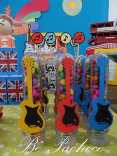 The Beatles! 3 anos do Matheus! Beatles Birthday Party, 6th Birthday Parties, Kids Party Decorations, Party Themes, Paul Mccartney Birthday, Festa Rock Roll, Festa Yellow Submarine, Baby Rocker, Music Party