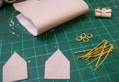 Step by step: Bags and purses Barbie Girl Doll, Barbie Shoes, Barbie Stuff, Doll Stuff, Dollhouse Accessories, Doll Accessories, Dollhouse Design, Barbie Miniatures, African Crafts