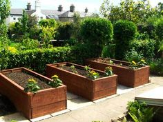 Edible Landscaping: Raised Beds Kitchen Garden | jardin potager | bauerngarten | köksträdgård