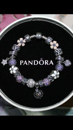 Des bracelets Pandora composés, des idées, des couleurs, des suggestions de design, pour tous les goûts et toutes les humeurs. #pandora #bracelets #set #parures #bijoux Bijoux à retrouver sur www.bijoux-et-charms.fr