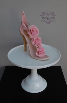 A pink high heel - Cake by Deb Williams