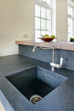 VRI interieur landelijke keuken modern eiken met houten laden en composiet…