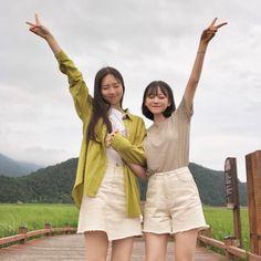 """위성희 on Instagram: """"렌즈도 잃어버리고 반지도 잃어버렸지만 난 너무 행복해~^^ 2박 3일 고생했다 @yeus_ 🐹"""" Korean Couple, Korean Girl, Asian Girl, Mode Ulzzang, Ulzzang Girl, Best Friend Photos, Best Friend Goals, Ulzzang Fashion, Korean Fashion"""