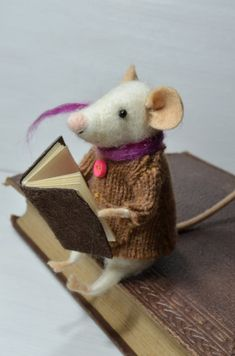~ I'm in love with these felt book mice! I believe they're on Etsy.com ...
