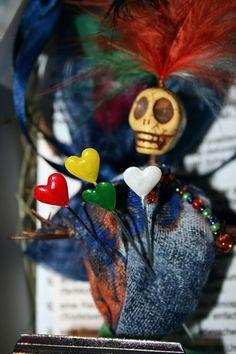 Voodoo-Puppe (und Brosche) im New-Orleans-Style auf www.Klunkerfisch.de