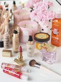 Have a look at the beautiful products in the catalogue - amazing deals on offer . Eyebrow Makeup Tips, Makeup Videos, Oriflame Beauty Products, Best Makeup Products, Glam Makeup, Love Makeup, Men Makeup, Giordani Gold Oriflame, Skin Candy