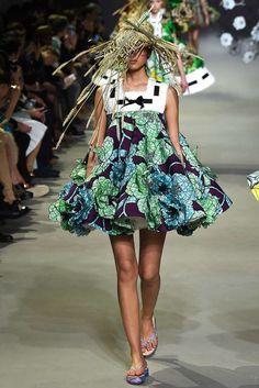 Viktor & Rolf Parigi - Haute Couture Spring Summer 2015 - Shows - Vogue. Haute Couture Paris, Couture Week, Style Haute Couture, Couture 2015, Couture Looks, Spring Couture, Couture Fashion, Moda Floral, Fashion Week