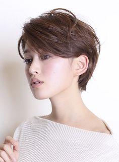 大人の耳掛けパーマスタイル 【BEAUTRIUM 南青山】 http://beautynavi.woman.excite.co.jp/salon/26636?pint