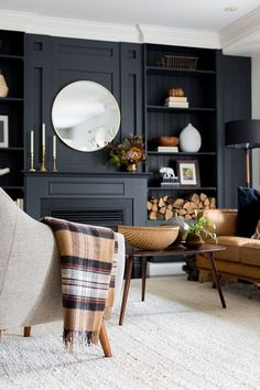 Navy Living Rooms, Home Living Room, Living Room Designs, Living Spaces, Living Room With Color, Dark Walls Living Room, Living Room Panelling, Dark Rooms, Living Room Cabinets