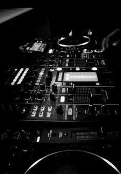 DJ Set www.promusicianslist.com