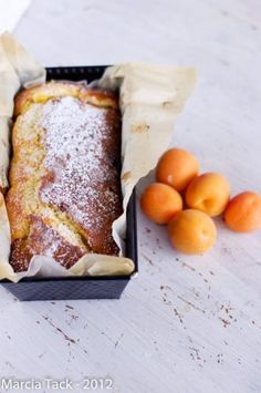 Gâteau aux abricots fondant - Fondant cake with apricot- Recette - Marcia Tack French Desserts, Köstliche Desserts, Dessert Recipes, Apricot Cake, Kolaci I Torte, Sweet Cakes, Sweet Bread, Love Food, Sweet Recipes