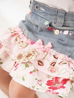 Transform old jeans into a cute ra-ra skirt with some fabric strips and pretty buttons / DIY & Crafts / Trendy Pics