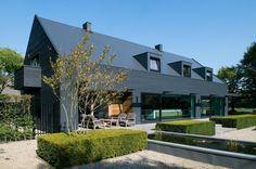 Woonhuis M by WillemsenU Architecten (9) Residential Architecture, Contemporary Architecture, Contemporary Design, Modern Barn, Modern Farmhouse, 1960s House Renovation, Design Exterior, Timber Cladding, Black Cladding