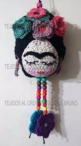 Resultado de imagen para frida kahlo en porcelana fria Crochet Mat, Thread Crochet, Love Crochet, Crochet Dolls, Magic S, Crochet Instructions, Crochet Projects, Crochet Necklace, Applique