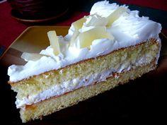 Nejdříve vyšleháme tuhý sníh s přidáním špetky soli. Žloutky šleháme s cukrem tak dlouho, až máme světlou napěněnou hmotu, potom po částech… Cupcake Cakes, Cupcakes, Individual Desserts, Vanilla Cake, Tiramisu, Cheesecake, Treats, Sweet, Ethnic Recipes