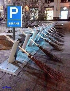 """In Germany, the sign sais: """"woman's parking"""" I think there was a meeting. Funny Signs, Funny Memes, Jokes, Funny Cute, Really Funny, Harry Potter, Halloween Quotes, Halloween Stuff, Man Humor"""