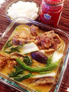 Oxtail stew in peanut sauce (kare-kare) served with rice and its best condiment, sautéed shrimp paste!