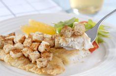 Para fugir da tradicional milanesa, prepare um peixe em crosta com a ajuda de um pão de forma light, e acompanhe a receita com uma salada com rúcula, tomate-cereja