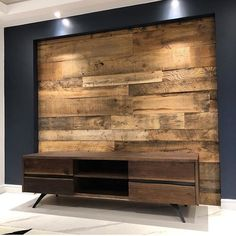 This custom made reclaimed wood feature wall 👊 Awesome fellas (📷 @jeffmackdesigns )