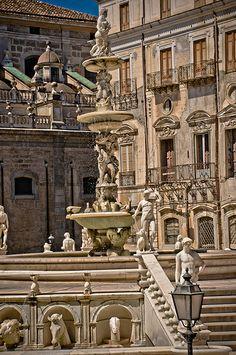 Piazza Pretoria, e fontana della Vergogna, Palermo, Italy