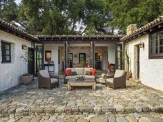 Stunning Spanish-style hacienda ranch in Ojai - patio doors/patio inspo Hacienda Style Homes, Spanish Style Homes, Spanish House, Spanish Colonial, Spanish Style Decor, Spanish Revival, Ranch Style Decor, Spanish Bungalow, Ranch Style Homes