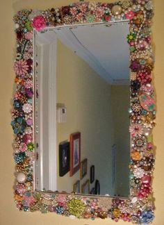 Diy home decor Jewelry Frames, Jewelry Mirror, Beaded Mirror, Jewelry Art, Home Crafts, Diy Home Decor, Diy And Crafts, Handmade Home, Diy Inspiration