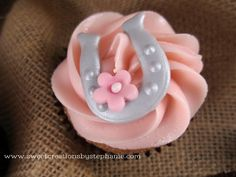 Horseshoe cupcake Sweet Creations by Stephanie