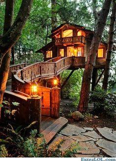 Epic treehouse      (http://www.extralol.com/?pic=09a36eab02bb35d225da6abc626c24d1)