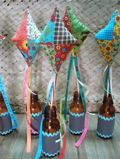 decoração festa junina Diy And Crafts, Crafts For Kids, Happy June, Decorated Wine Glasses, Happy Party, Baby Wedding, Deco Table, Diy Projects To Try, Party Gifts