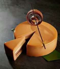 Ghana Milk Chocolate Mousse, Caramel Brûlée, Banana Crème & Hazelnut Crunch Entremet, (Oh My word, Hello! Beautiful Desserts, Beautiful Cakes, Patisserie Fine, Callebaut Chocolate, Cake Recipes, Dessert Recipes, Decoration Patisserie, Chocolate Festival, Mirror Glaze Cake