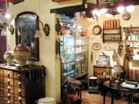 A traveler's guide to antique hunting - list of antique fairs, shops, etc in tons of cities!
