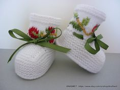 Knitted baby booties/slippers/shoes in white with by AnaSwet