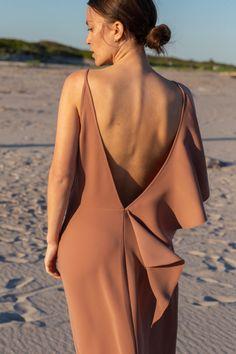 Bella Hadid Outfits, Fierce Women, Costume Shirts, Resort Dresses, Vogue Fashion, Jumpsuit Dress, Dress Backs, Silhouette, Everyday Fashion