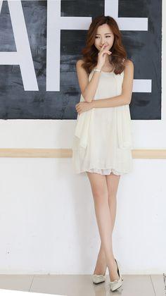Korean Version Of Women's Fashion Show ThinSleeveless Chiffon Dress White LG15033006http://www.clothing-dropship.com/korean-version-of-womens-fashion-show-thin-sleeveless-chiffon-dress-white-g2331686.html