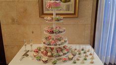 Tarta y cupcakes Palma de Mallorca Chocolate, Tiered Cakes, Birthday Cake, Candy Stations, Palmas, Bodas, Majorca, Chocolates, Bunting Cake Toppers