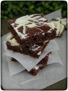 Brownies (de)light: Schoko-Brownies mit Apfelmus Smoothie Recipes, Smoothies, Healthy Cake, Healthy Food, Cooking Recipes, Healthy Recipes, Bakery, Easy Meals, Food And Drink