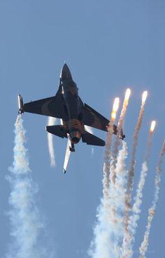 C 130, Work Family, Military Jets, Military Photos, Top Gun, Jet Plane, Modern Warfare, Hercules, Corvette