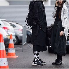 ideas for style inspiration sneakers all black All Black Fashion, Fashion Couple, High Fashion, Street Fashion, Paris Fashion, Haute Couture Style, Street Goth, Street Wear, Wearing All Black