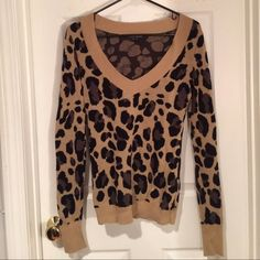 Express leopard print sweater, S Express leopard print v-neck sweater, super soft and cozy! Worn and washed twice. A few threads are starting to come out, but otherwise in great condition. 100% cotton. Express Sweaters V-Necks