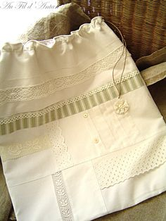 Grand sac à linge shabby chic, patchwork de linge ancien, pièce uniq : Textiles et tapis par aufildantan