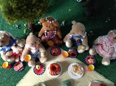 The Bears love a picnic!