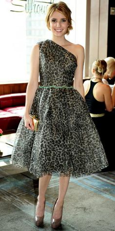 Look of the Day › September 14, 2011 WHAT SHE WORE At N.Y.C.'s Stone Rose Lounge, Roberts chose a leopard print Marchesa cocktail dress, accented with taupe Brian Atwood pumps, a gold box clutch and a cocktail ring from Yasmin & Jazmin.