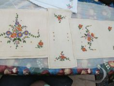 VINTAGE 3 PIECE ENBORITED TABLE RUNNER AND  MATCHING MATS ENDING SOON