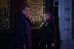 Tom Hanks and Sidse Babett Knudsenn in Inferno (2016)